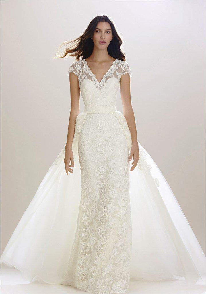 Красивое свадебное платье из плотной и кружевной тканей