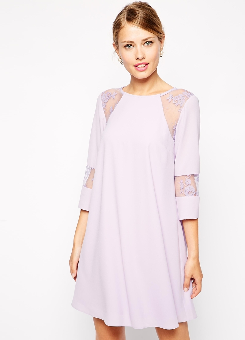 17bc43cf13b Модные модели платьев со вставками Сиреневое платье с кружевными вставками  ...