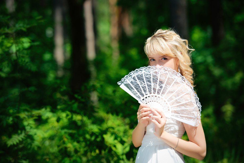 Белый свадебный веер