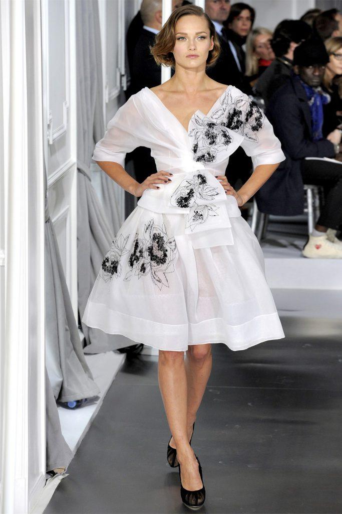 Модное черно-белое платье в ретро стиле
