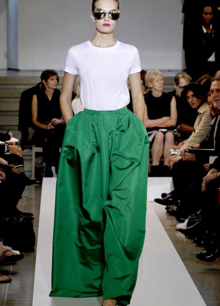 Зеленая юбка в пол с белым верхом