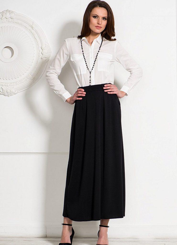 Черная длинная юбка с белой рубашкой