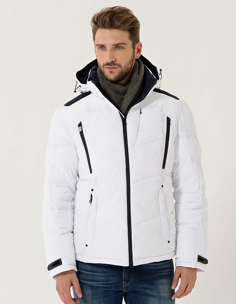 Черно-белая мужская куртка