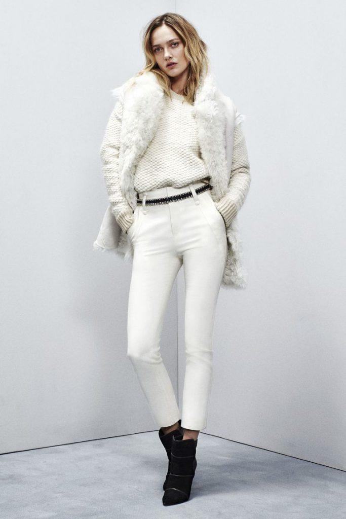 Белый образ с черным поясом и обувью