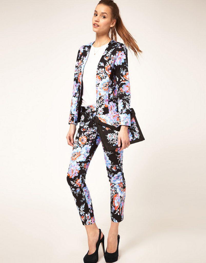 Цветочные брюки и пиджак