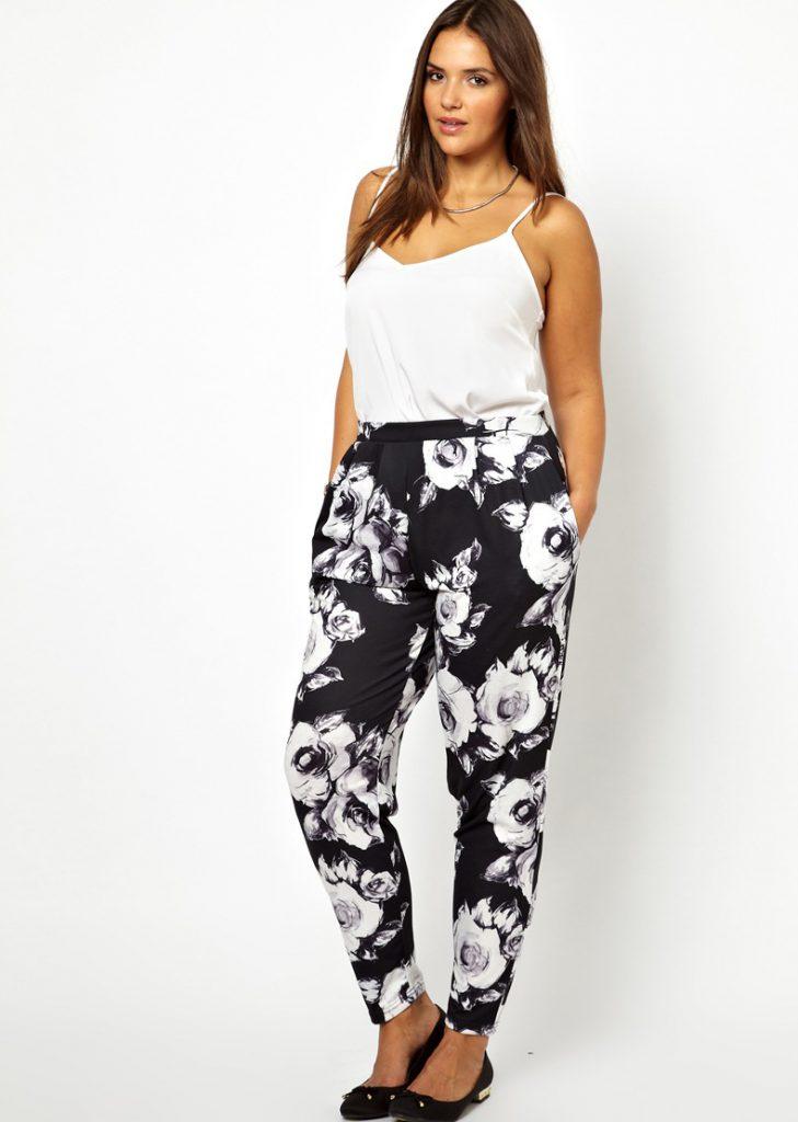 Черно-белые брюки с цветочным принтом для полных девушек