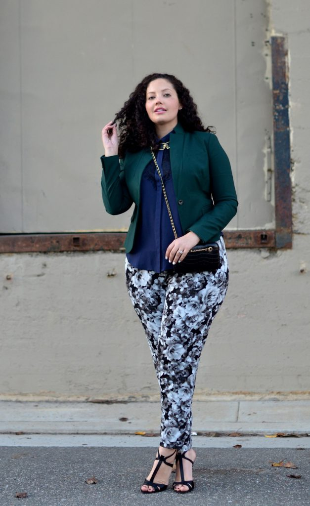 Цветочные черно-белые брюки для полных девушек