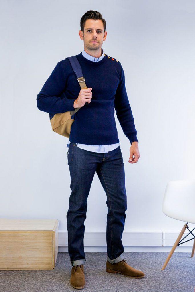 Мужские джинсы чинос с кофтой