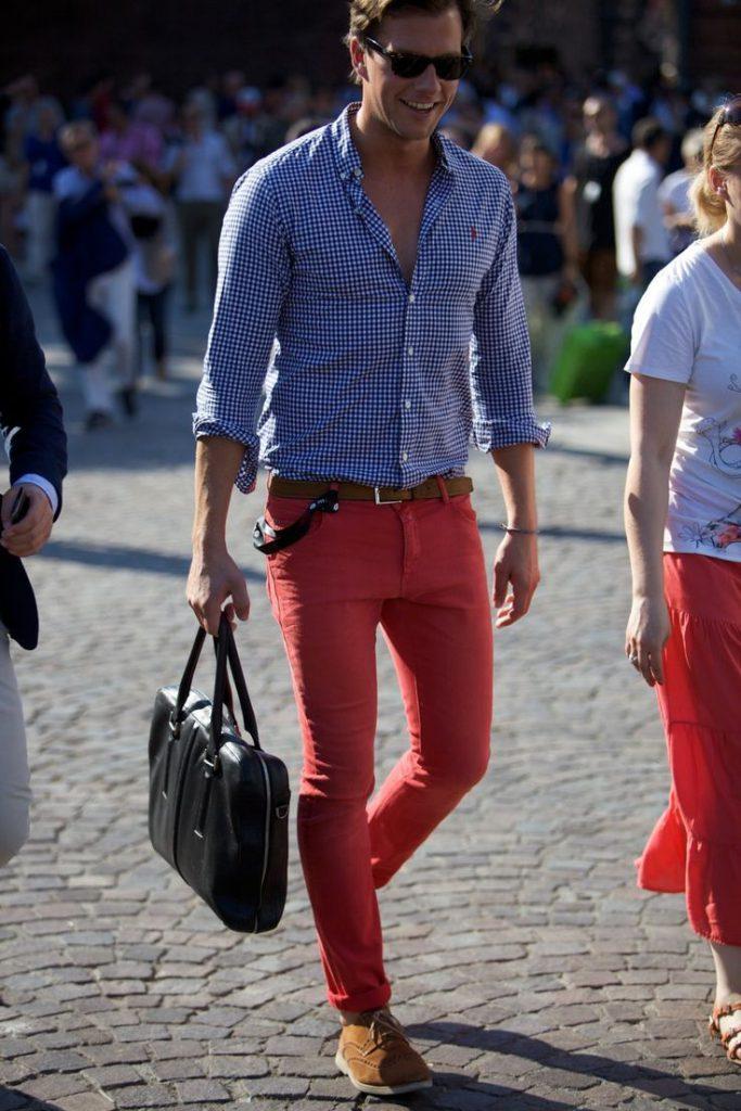 Красные мужские чиносы с рубашкой