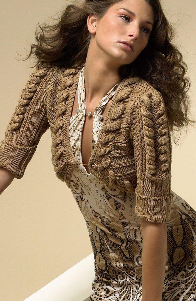 Вязаное коричневое болеро
