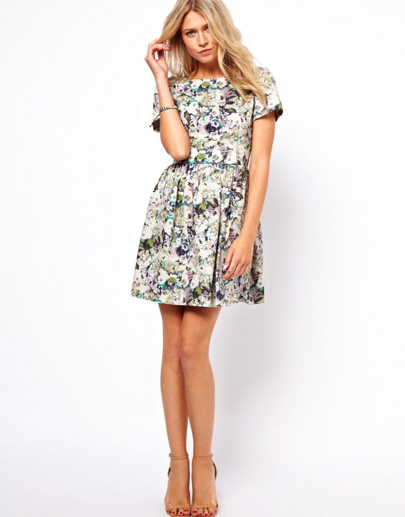Короткое платье с мелким цветочным принтом