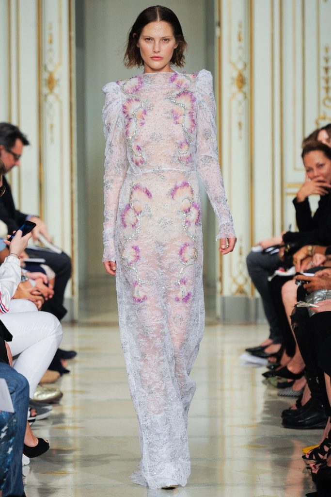 Модное полупрозрачное цветочное платье