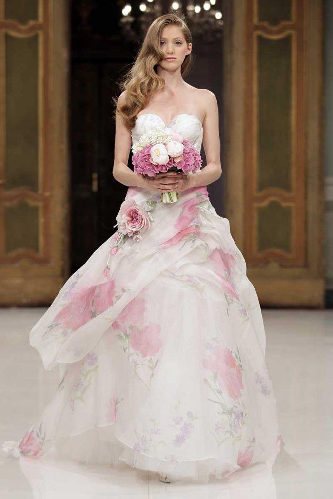 Цветочное свадебное платье с пышной юбкой