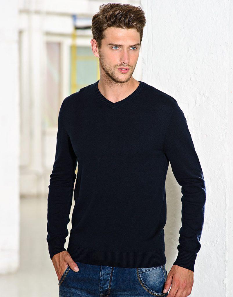 Черный модный мужской пуловер