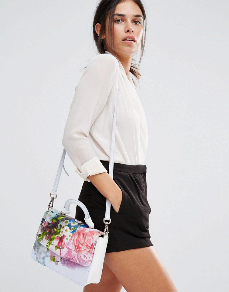 Маленькая сумка с цветочным принтом с черно-белым образом