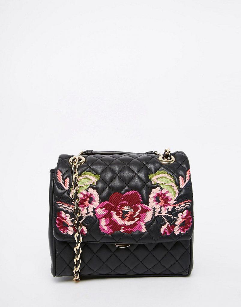 Черная сумка с цветочной вышивкой