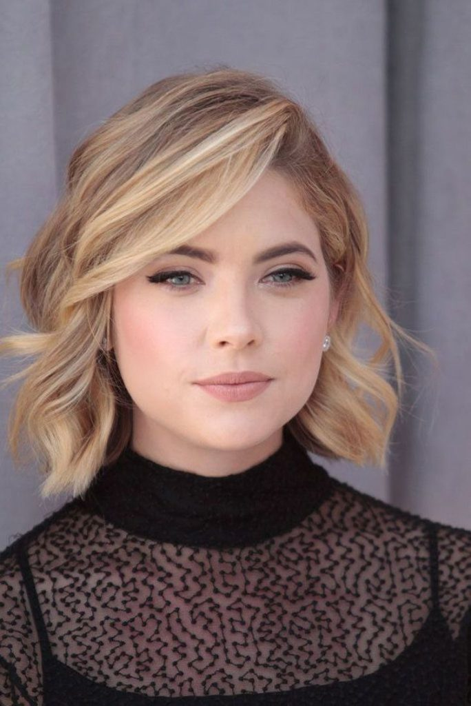 Средняя стрижка на тонкие светлые волосы