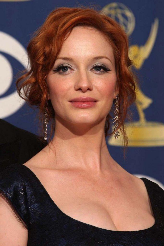 Средняя стрижка на тонкие вьющиеся рыжие волосы