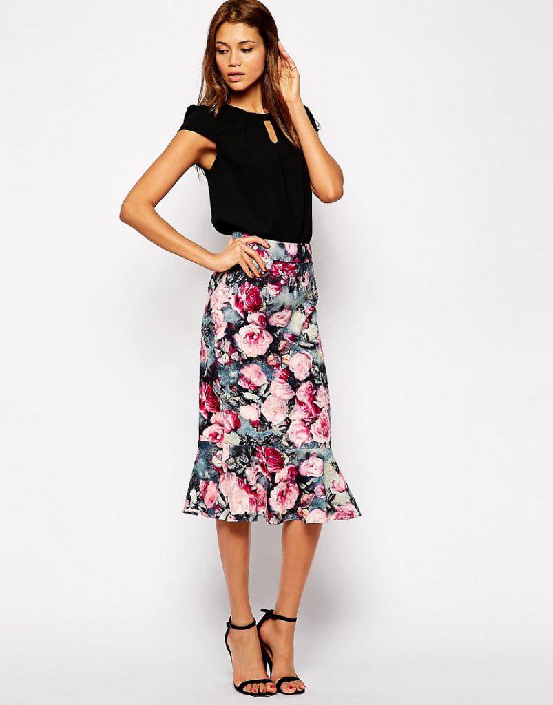 Юбка-миди с цветочным принтом с черной блузкой