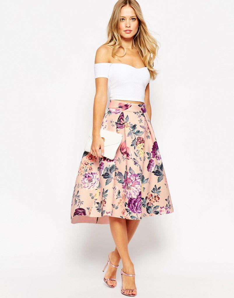 Юбка-миди с цветочным принтом с белой блузкой