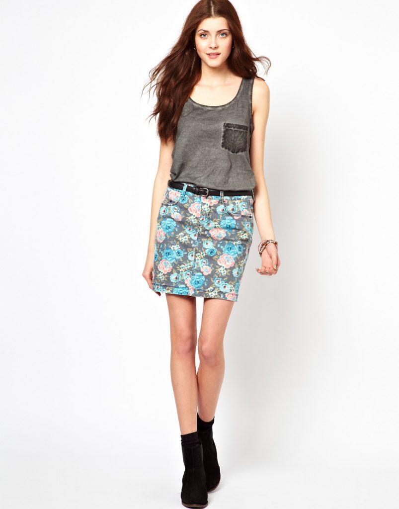 Серая джинсовая юбка с цветочным принтом