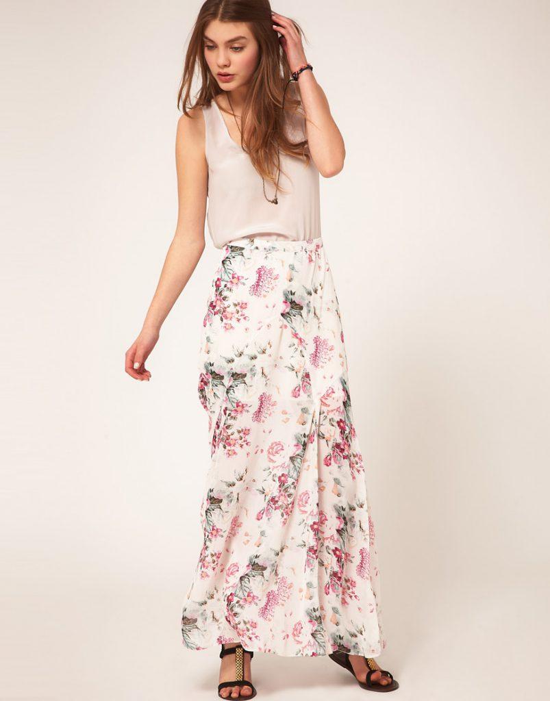 Белая юбка в пол с цветочным орнаментом с серой блузкой