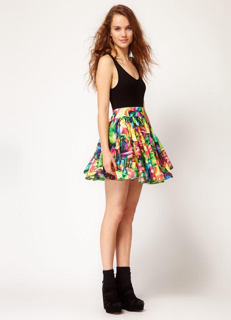 Пышная юбка с цветочным принтом с черным топом