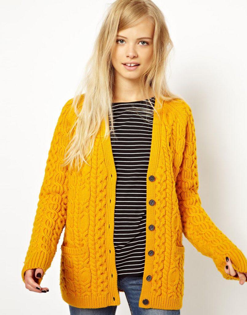 Желтый и черным и белым цветом в одежде