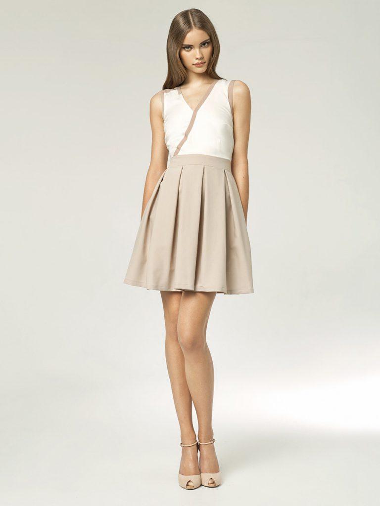 Кремовая юбка с белой блузкой