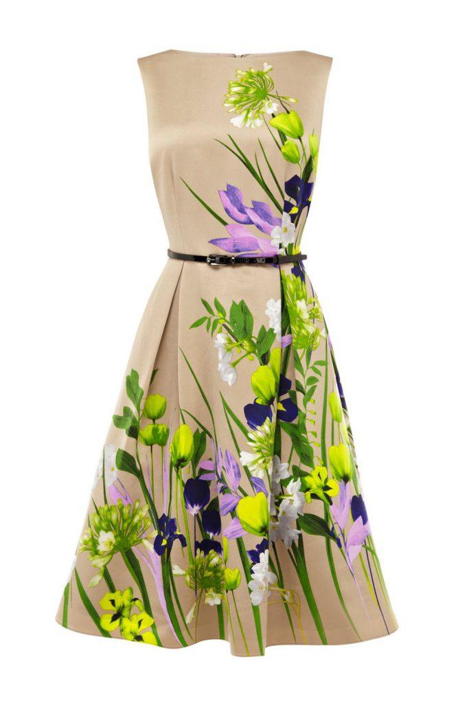 Бежевое яркое платье