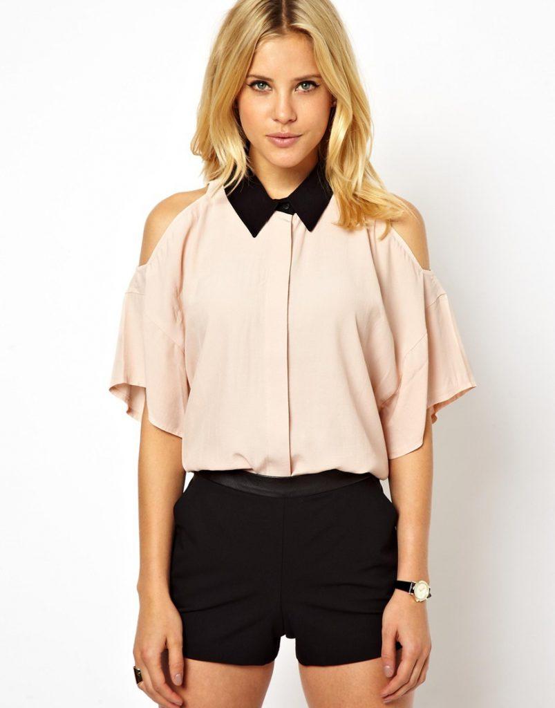 Бежевая офисная блузка с открытыми плечами