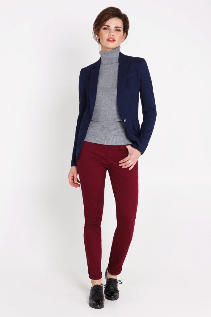 Сочетание бордового и синего цветов в одежде