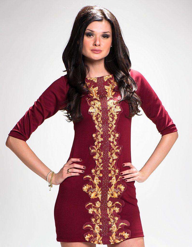 Сочетание бордового и золотого цветов в одежде