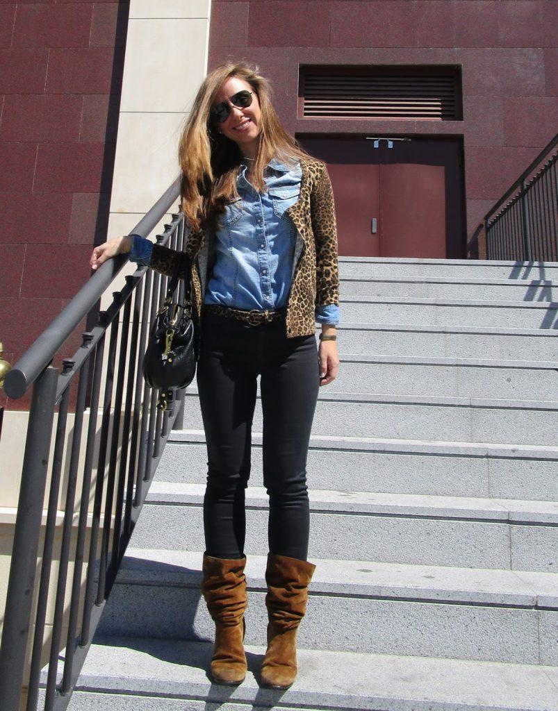 Коричневые замшевые женские ботинки в женском образе