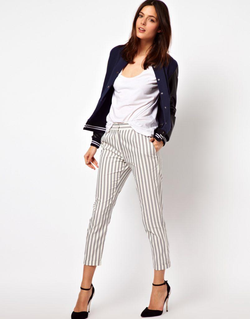 Бело-серые брюки в вертикальную полоску