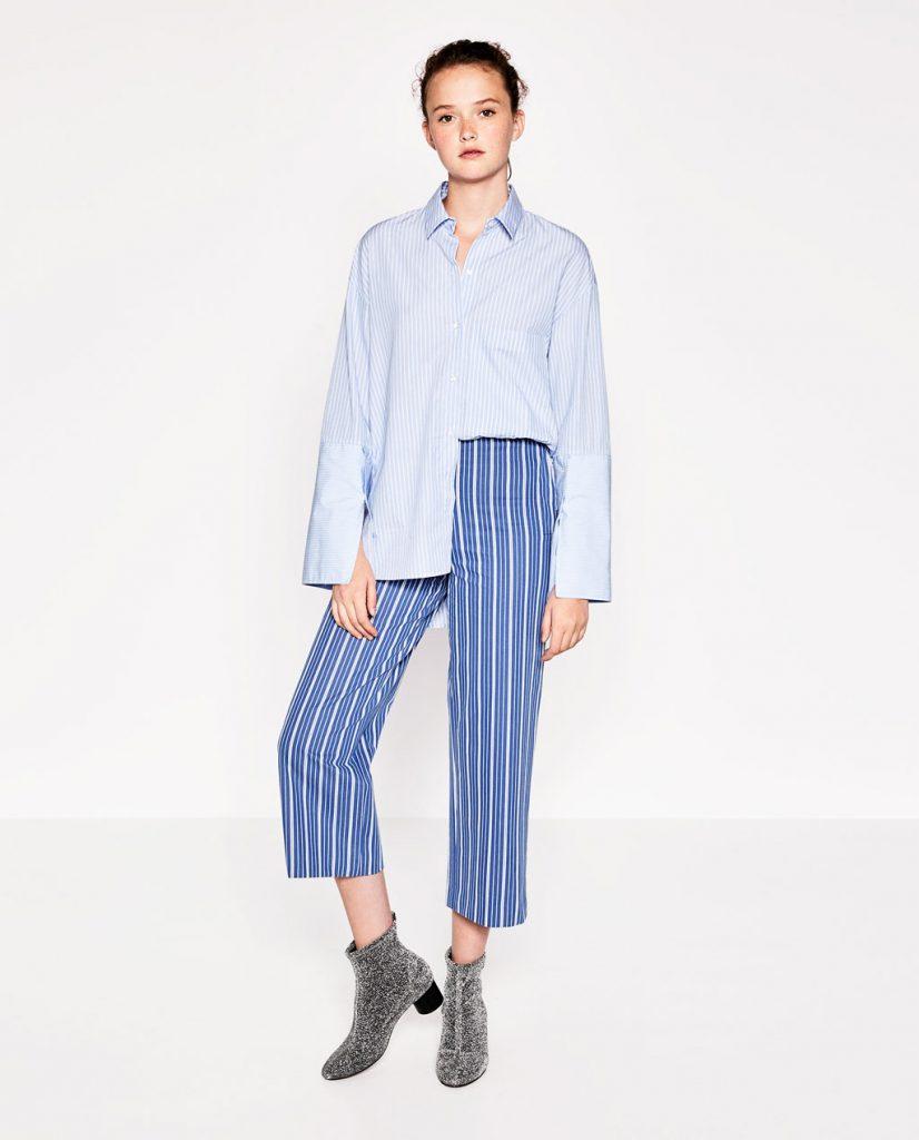 Сине-белые брюки в вертикальную полоску