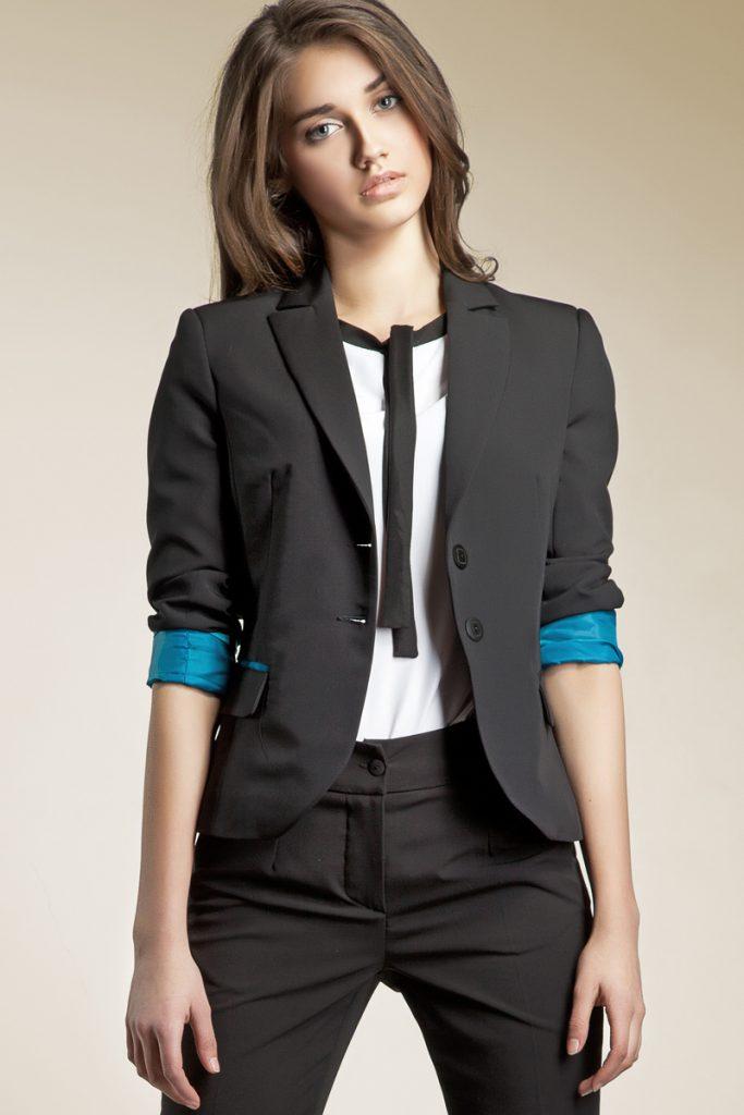 Черный стильный женский костюм