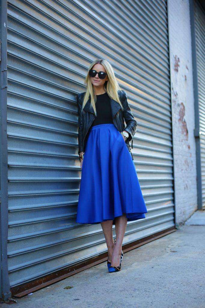 Сочетание черного и синего цвета в одежде