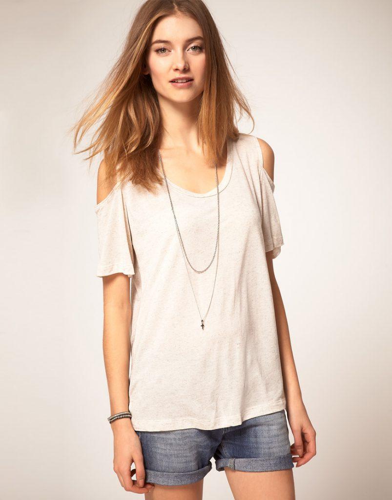 Кремовая футболка с открытыми плечами