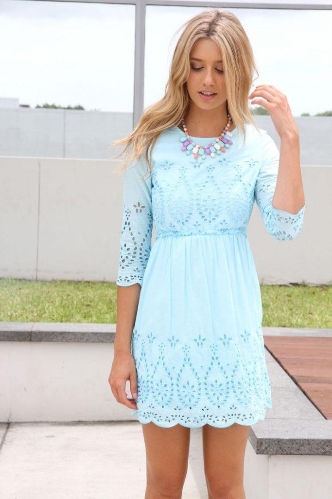 Кружевное голубое платье