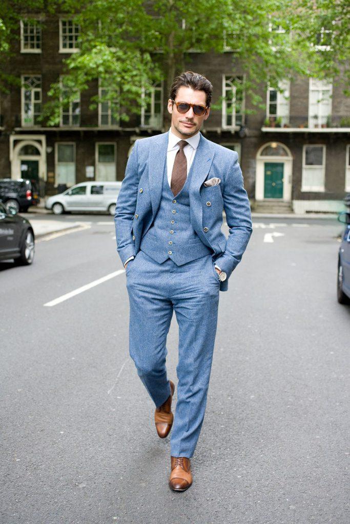 Сочетание голубого и коричневого цветов в одежде