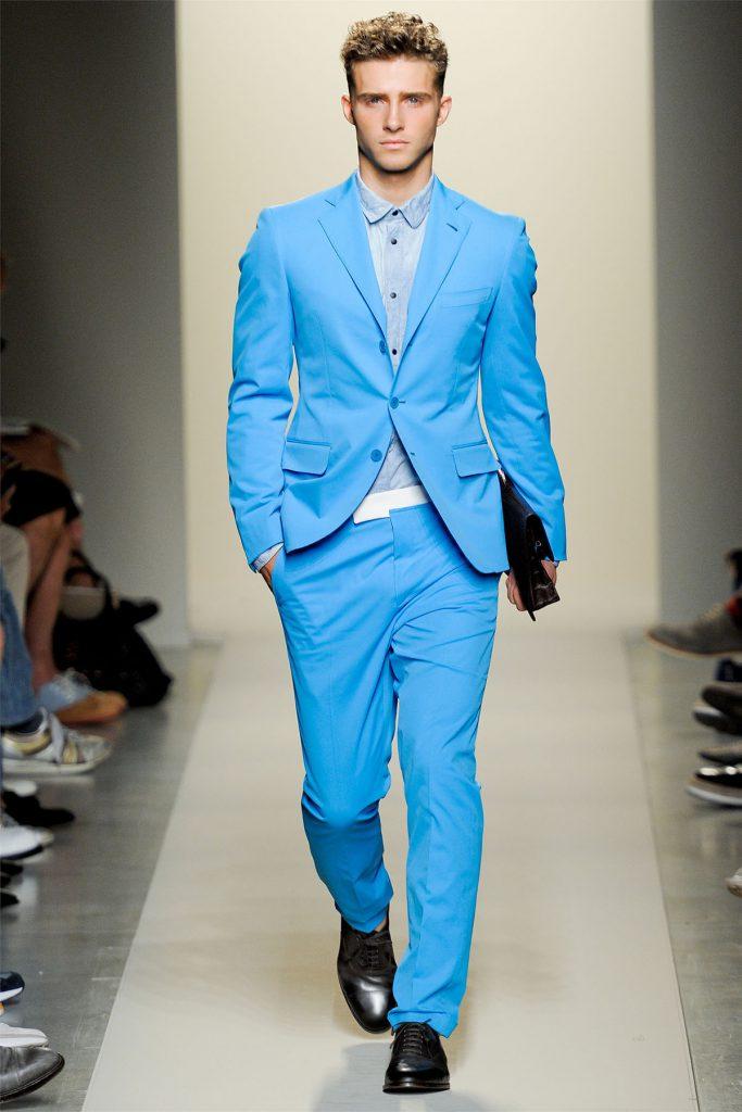 Сочетание голубого и синего цветов в одежде