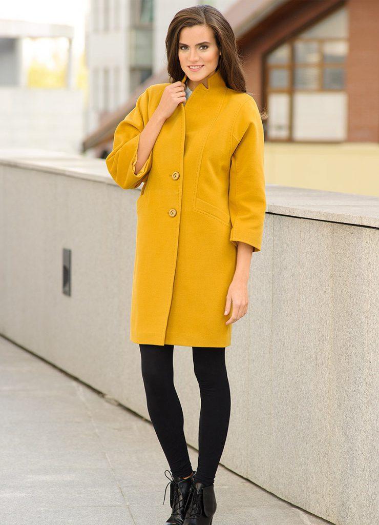 Стильное горчичное пальто