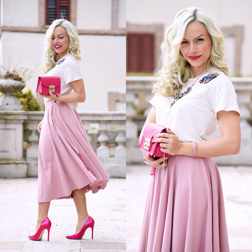 Бело-розовый женский образ