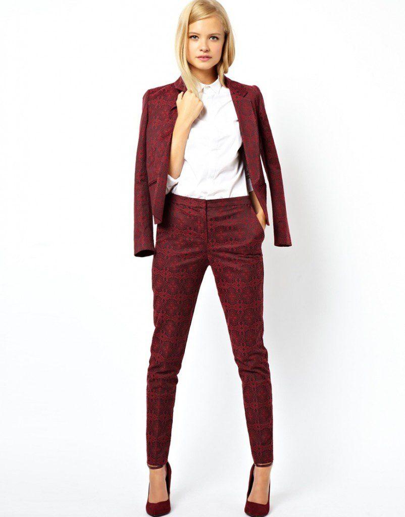 Вишневый цвет женского костюма