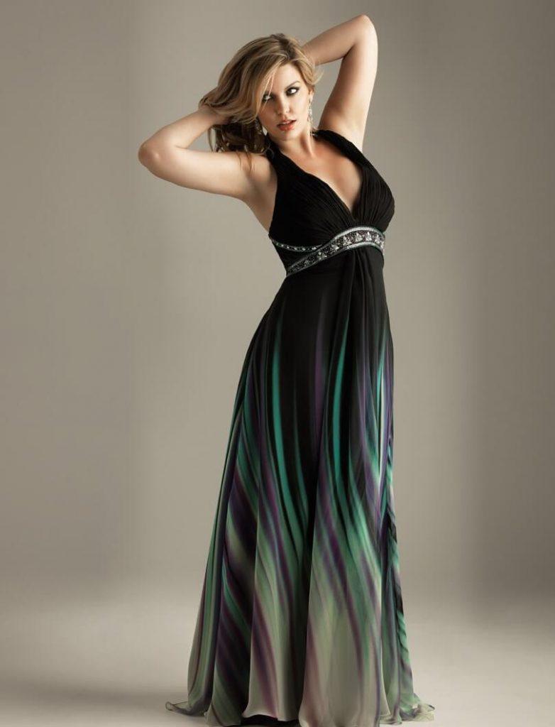 Разноцветное платье, которое стройнит фигуру