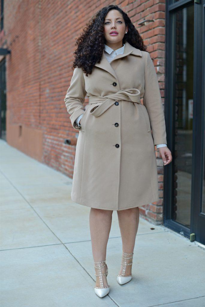 Матовое бежевое пальто