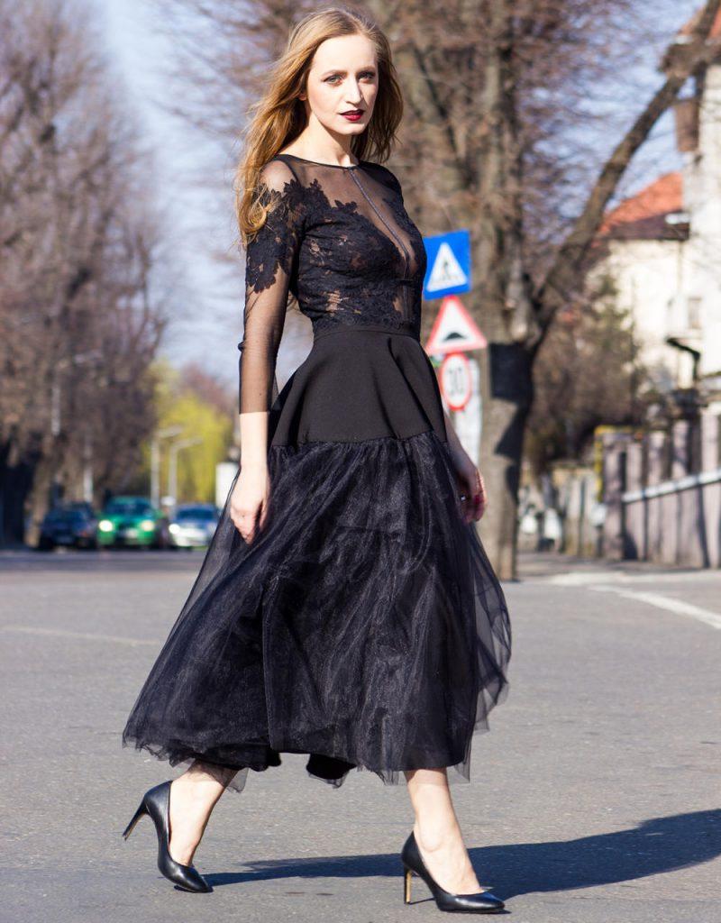 Стильное черное платье, которое стройнит фигуру