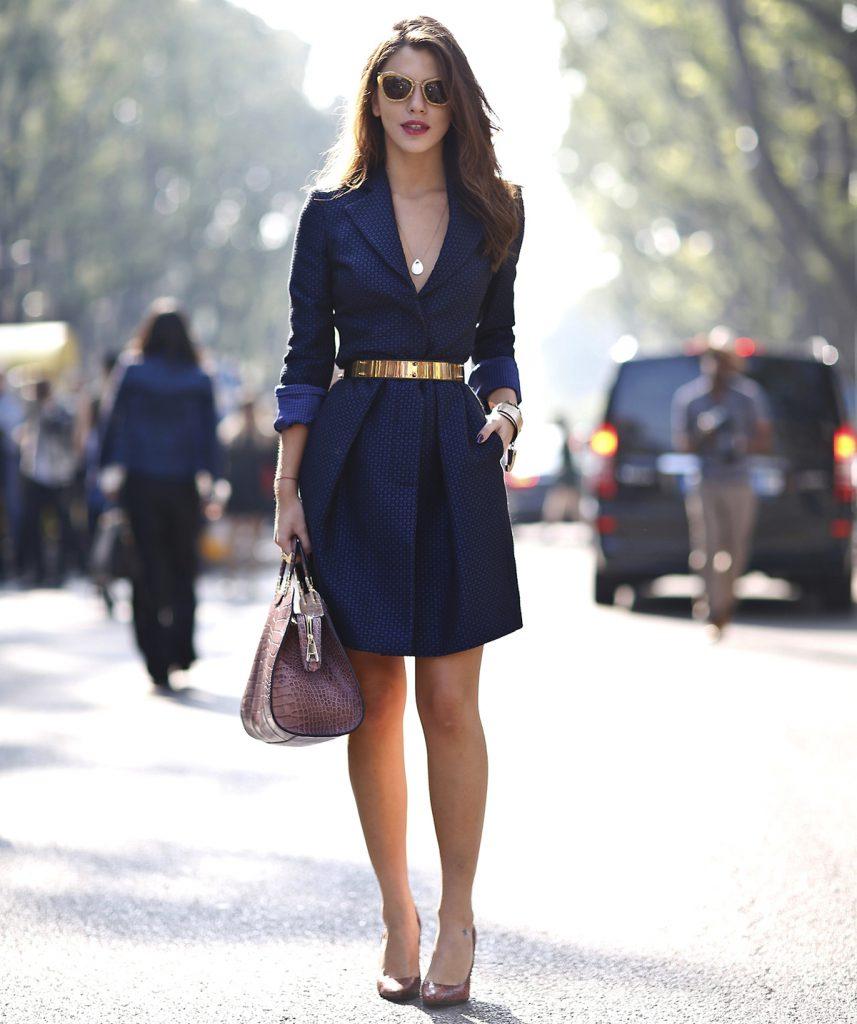 Синее платье, которое стройнит фигуру