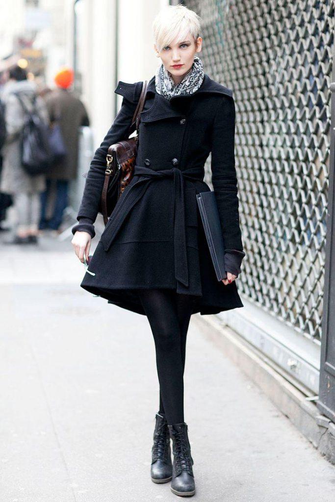 Черное пальто, которое стройнит фигуру